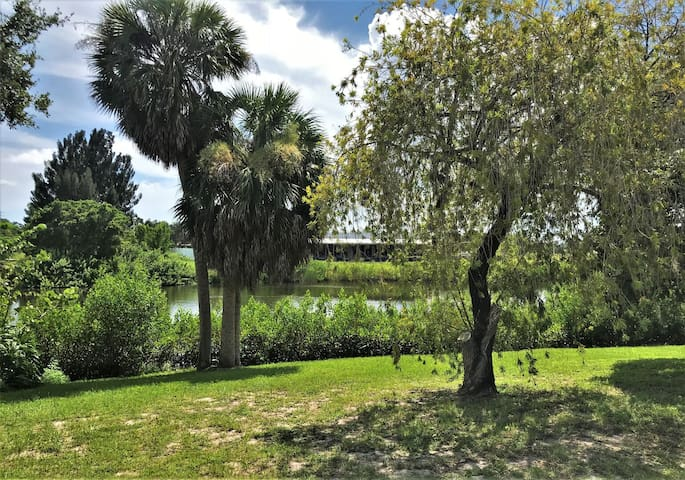 Spacious Vacation Home on Philippi Creek and minutes from Siesta Key Beaches