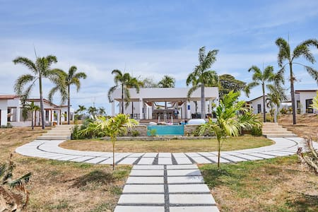 Casa en Las Tablas, con piscina y acceso a playa
