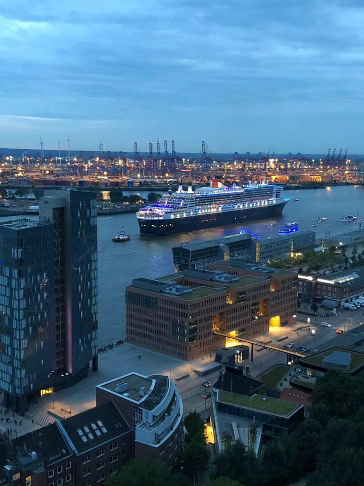 Tolle  1 Zi. Wohnung mit atemberaubendem Elbe-Hafen Blick