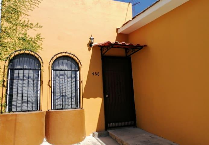 Casa K. bien ubicada, 3 hab, AA, wifi