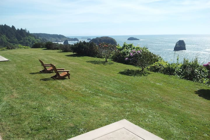 Charming suite w/ocean & beach views, upscale furnishings, and shared BBQ!