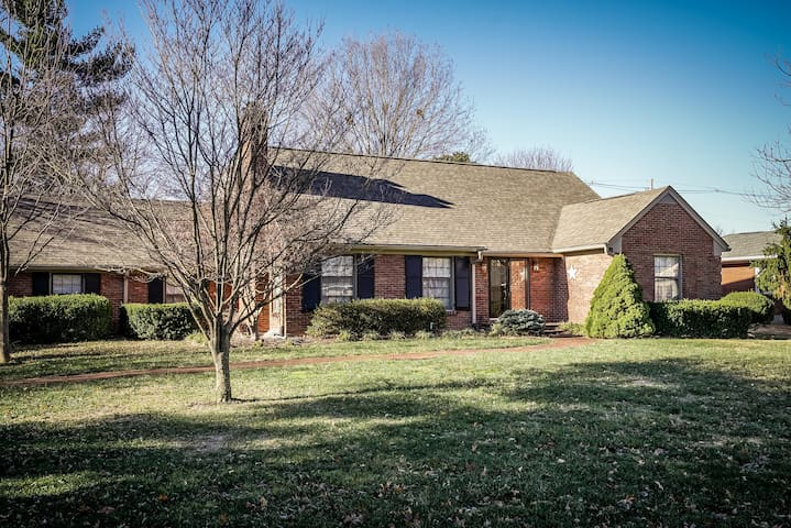 4 BR Southern Charm-Perfect for Derby & Festivals