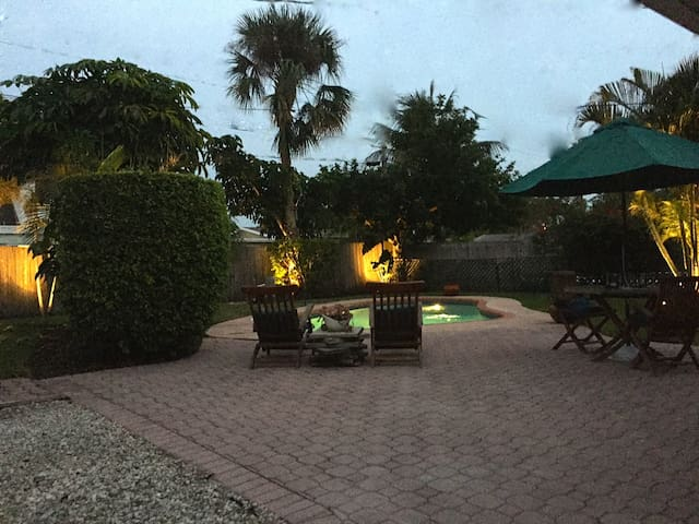 Palm Beach Gardens PGA Getaway! Pool house for you
