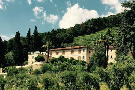 Relais & Winery Montepepe. Duplex Suite Alberico - Montignoso - Bed & Breakfast