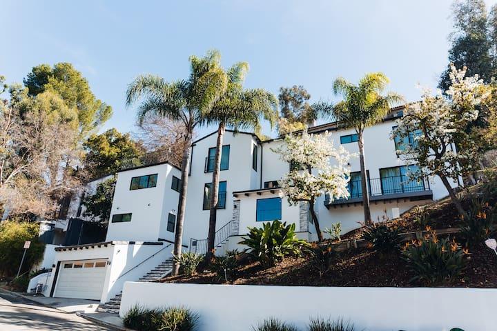 Lake Hollywood Universal Studios Suite