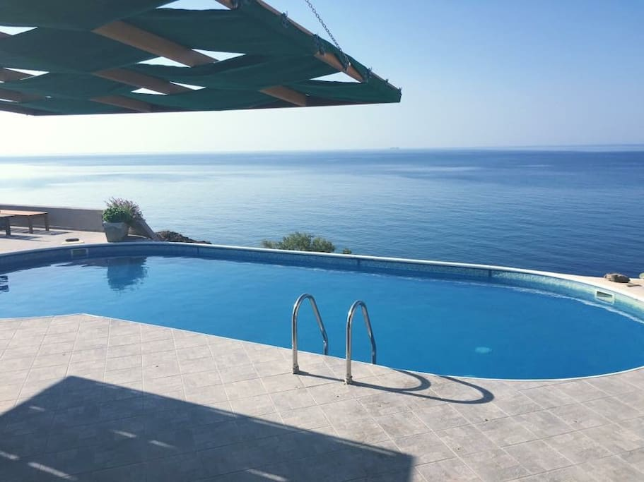 Located at the very edge of the cliff, our shared pool boasts spectacular scenery and is the perfect place to wind down with a shower, sun loungers, chairs and shade