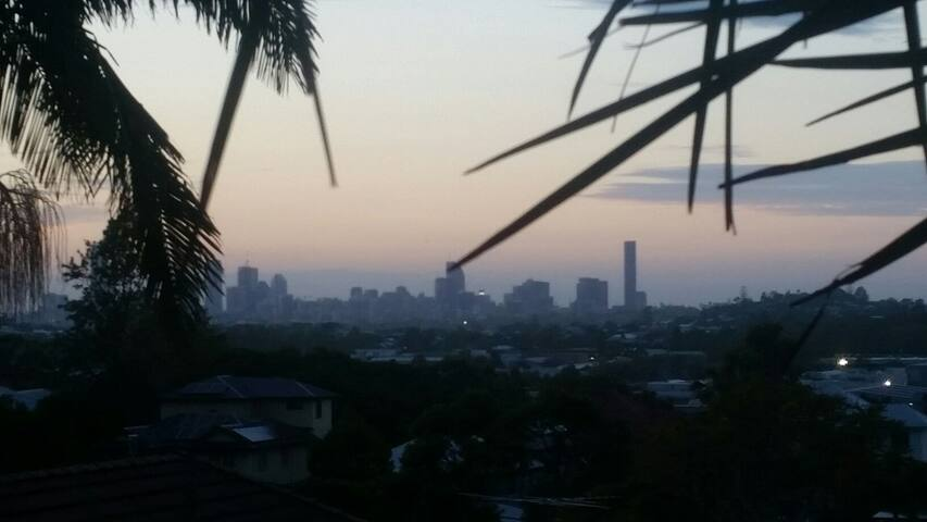 3BR House, huge deck, amazing city and mnt views - Brisbane - Dom
