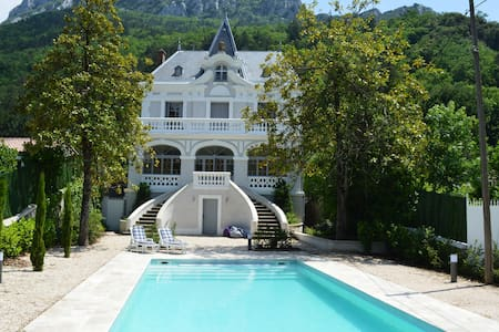 Elegant & unique small Chateau in Cathar country