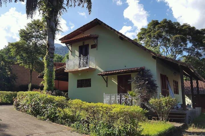 Linda casa no condomínio Alpha 1, em Guapimirim!