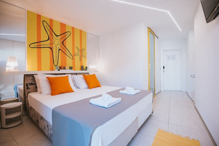 Happy Sun of Pag 8, modern room with a pool for 2