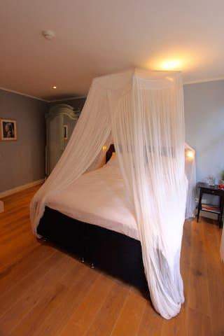 The bedroom is on the grounfloor