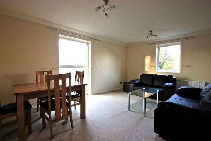 Light and spacious 2 Bedroom Apartment
