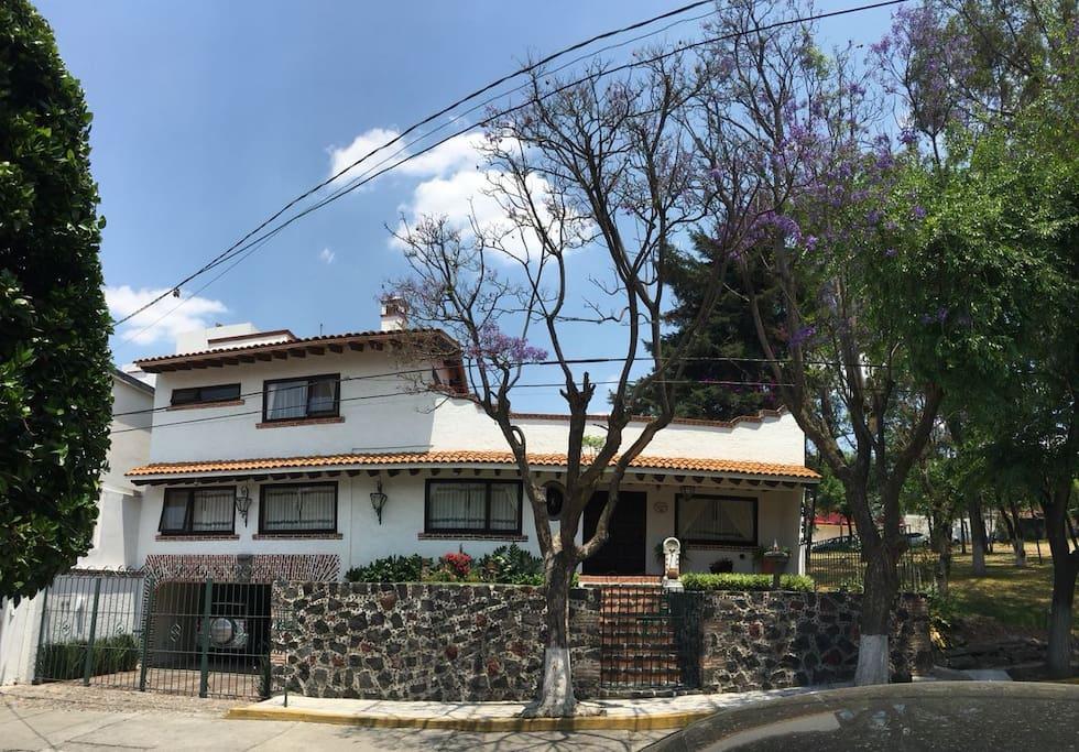 Stanze private in casa tipo hacienda messicana 7 ville for Case in stile hacienda