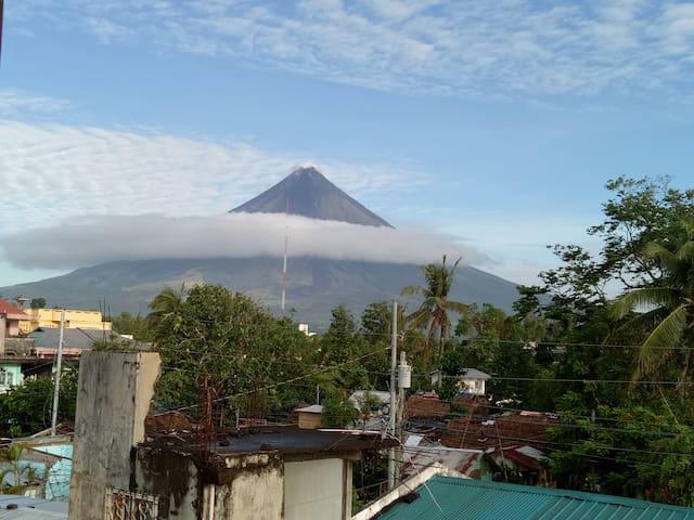 Bachelor's Pad with view of Mayon Volcano
