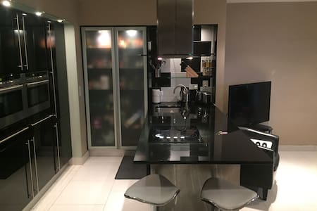 Luxurious private room with ensuite close to city. - Dublin - Appartement