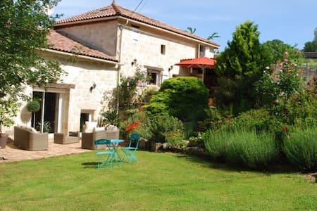 Maison de famille à Madaillan - Madaillan - Casa
