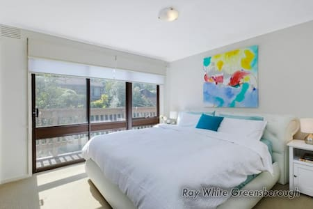 Great house in Greensborough - Greensborough - Rumah
