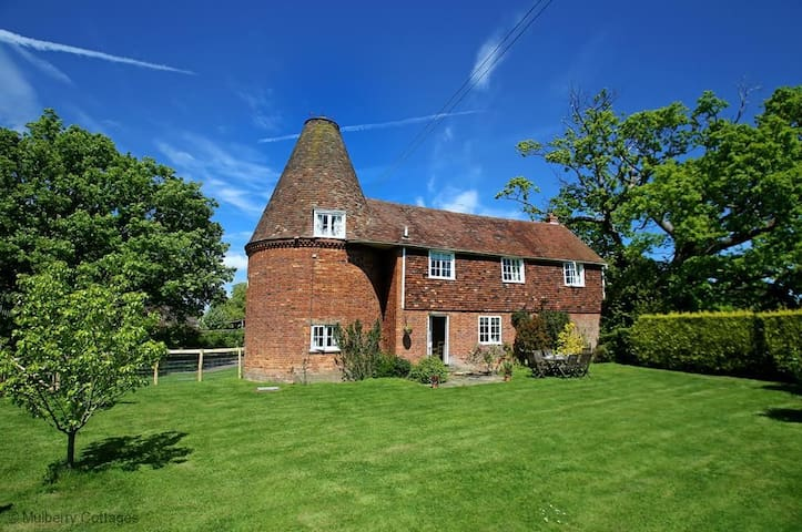 Leacon Hall Oast  Sleeps 6, Step back in time and relax in this lovely 19th century oast, with pretty cottage garden overlooking the picturesque Kent marshes.