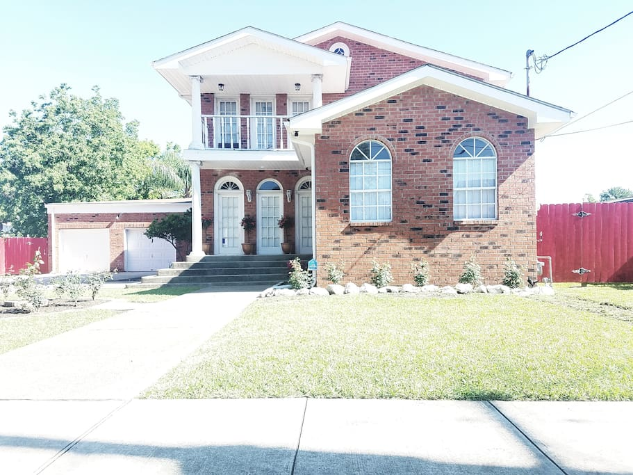 4 bd 4ba House in NICE AREA by Fairgrounds Houses for