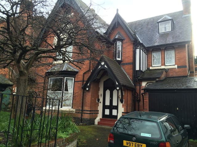 Room with ensuite-Grade 2 listed home in Edgbaston