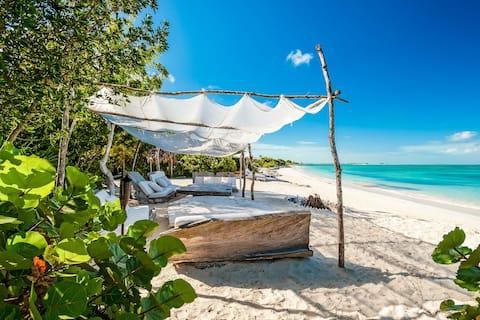 The Sanctuary Guest Villa with Pavilion at COMO Parrot Cay