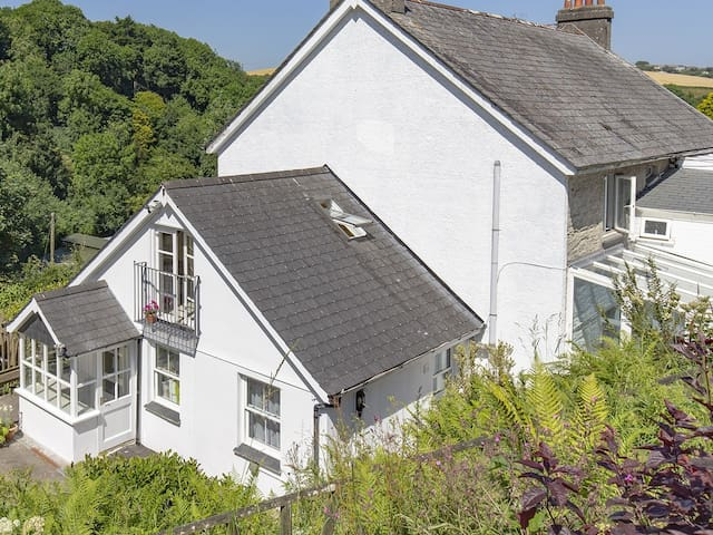 Penlea, Polperro. Characterful Country House.