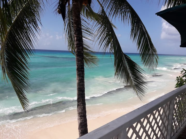 Villa Benjamin  Beautiful inviting  beach home.