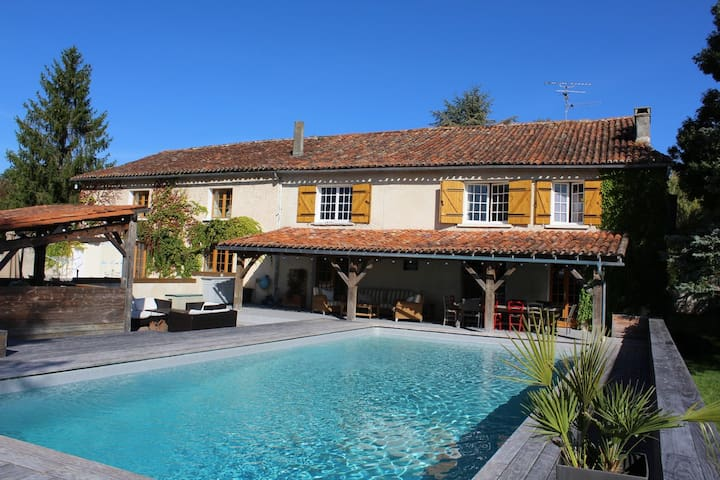 Fabulous 5 bed house near Aubeterre sur Dronne