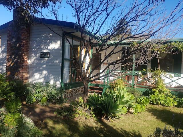 Quaint cottage in heart of Port Elliot