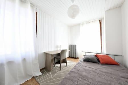 Chambre à quelques minutes de Lausanne - Lausanne - Casa