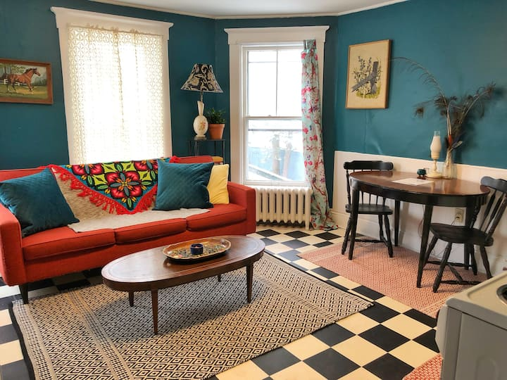 Bright and Colorful 1 Bedroom Apartment