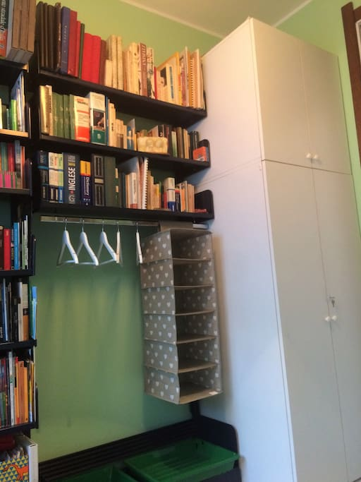 You can hang your clothes here and there is a wide range of books about travels and countries