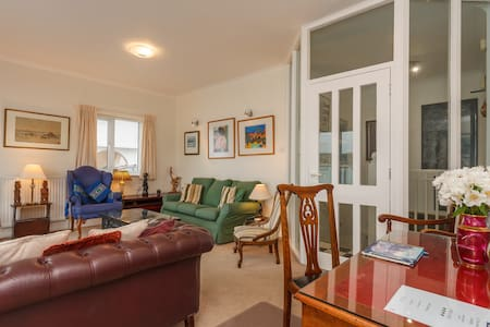 Waters Edge Apartment, 10 The Haven - Swanage - Apartment