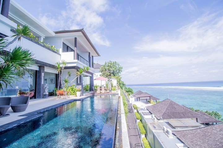 Beachfront villa with Ocean Views & Private Beach
