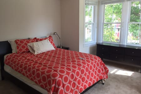 Renovated 2 BR Apartment on Madison Place - Annapolis