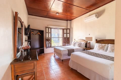 Habitación triple 6 personas. Hotel Doña Juana