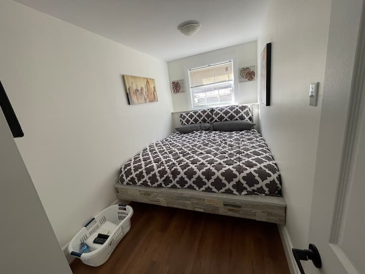 **KING BED-WIFI-SMART TV-DINING-KITCHEN-LAUNDRY**