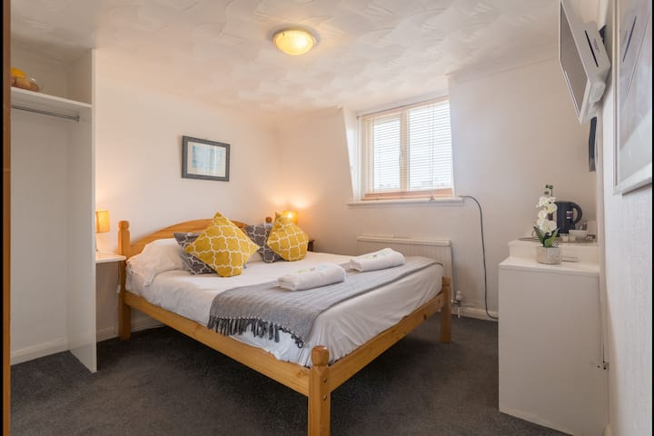 Vintage Cosy DBL Room just 4 minutes from Pier