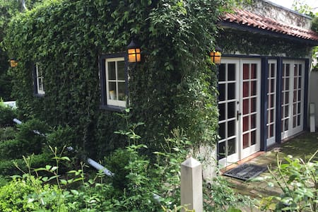 Charming Claremont Village Cottage - 克萊蒙特(Claremont)