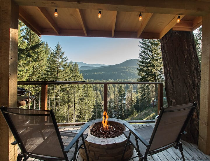 Romantic tiny home w/views, hot tub, DVD, Fido OK and just 20 minutes to town- Das Tree Haus-1 Bedroom, 1 Bathroom