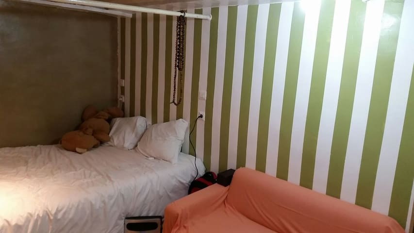 Studio WC pallier sleep in same bed - Paris - Flat