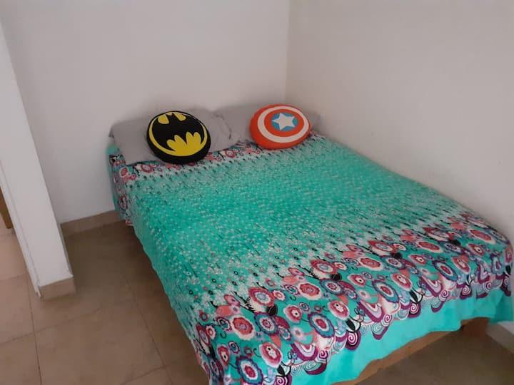 Habitación cómoda, limpia y segura en León