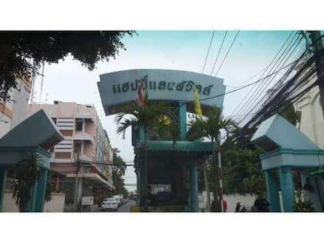Entire home on Sukhumvit 105, close BTS Bearing. - Bangkok - House