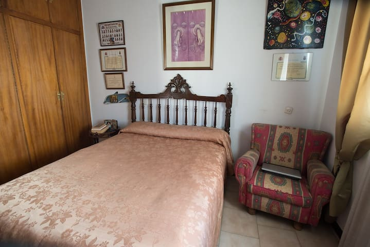 Habitación doble en casa muy céntrica y acogedora - Trujillo - Radhus
