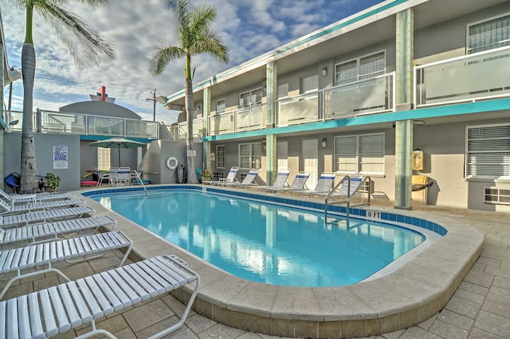 Clearwater Beach Art Deco Studio w/Pool Near Coast