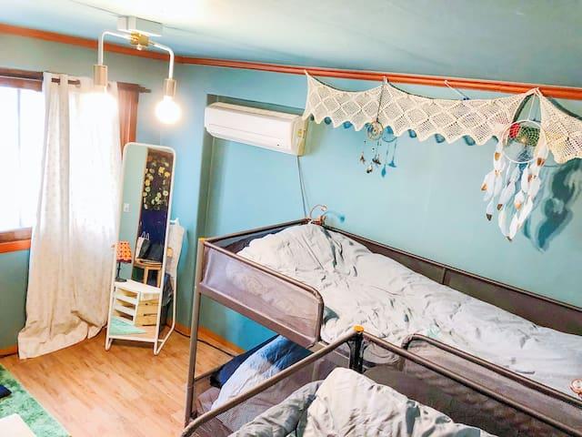 [Renewal]Joy House(5min from Hongik subway,4 bed)