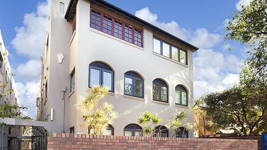 Beautiful Bondi apartment metres from the beach