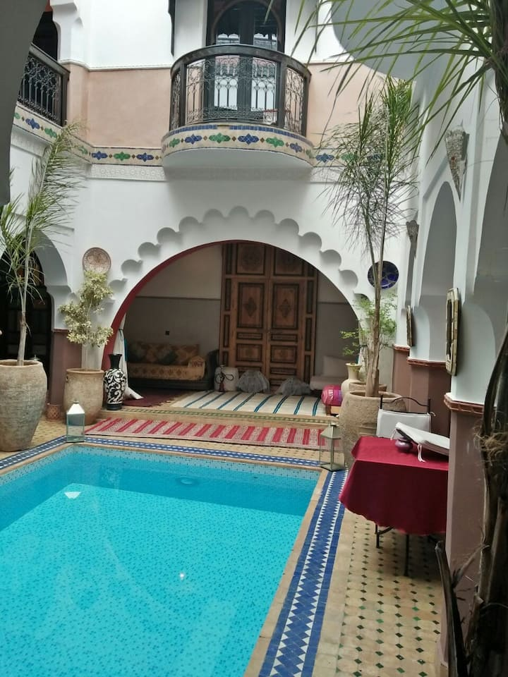 Cosy Room in Riad:Air-condition. Pool B&B, wifi