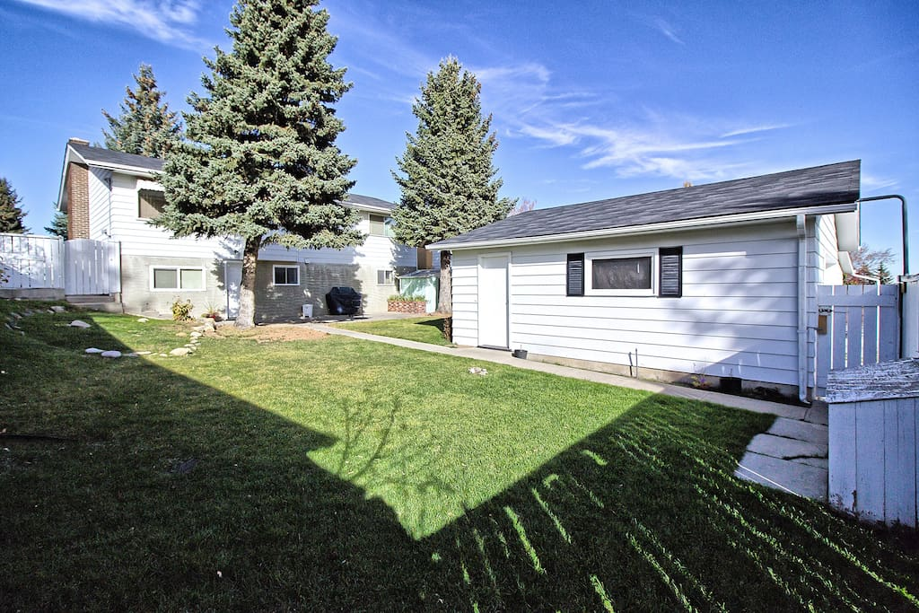 WALKOUT TO PATIO IN FENCED YARD WITH DOUBLE DETACHED GARAGE