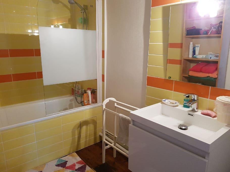 salle de bain privative attenante à la chambre